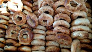 14064308_stacked bagels