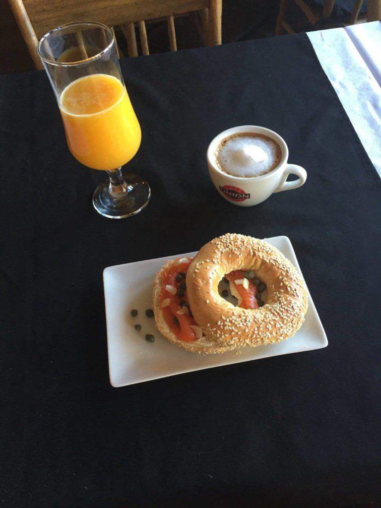 14066407_breakfast
